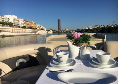 Desayuno paseo en barco Guadalquivir