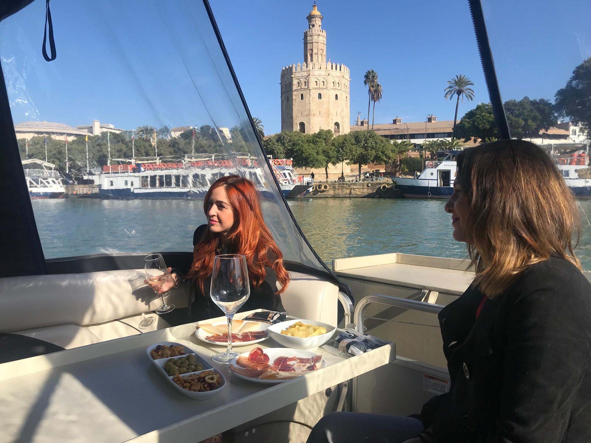 paseo en barco en sevilla